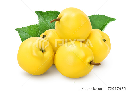 Fresh quince with leaf isolated on the white background with clipping path and full depth of field 72917986
