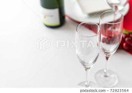 테이블웨어 와인 잔 흰색 배경 이미지 소재 72923564