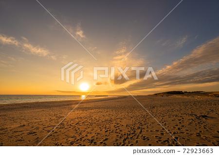 中島沙丘上的日落 72923663