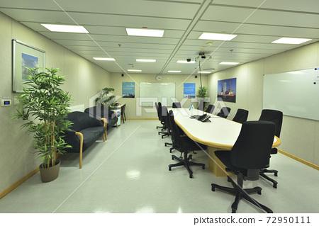 Office, meeting room, building interior, indoor 72950111