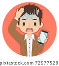 一個人拿著智能手機,有一張藍色的臉龐的插圖圖標 72977529