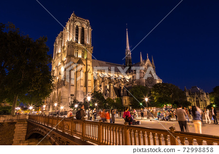 Notre Dame cathedral in Paris 72998858