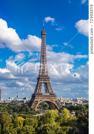 Eiffel Tower in Paris, France 72998859