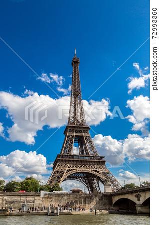 Seine and Eiffel tower  in Paris 72998860