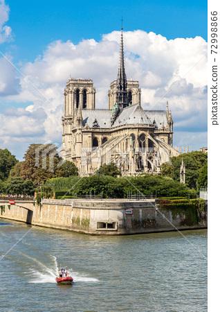 Seine and Notre Dame de Paris 72998866
