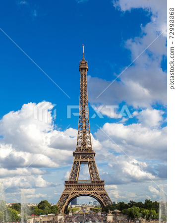 Eiffel Tower in Paris 72998868