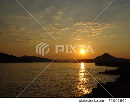 야 쓰시로 해 석양과 바다에 기지개 빛의 길 ~ 아마쿠사 龍ヶ岳 도시 대도 ~ 73001642