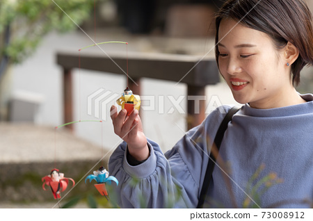 A woman traveling to Kyoto Sagano and seeing souvenirs 73008912