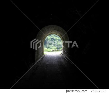 通往黑暗的隧道出口 73027098