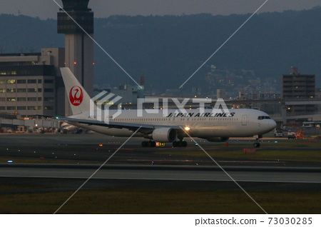 JAL 보잉 767-300 73030285