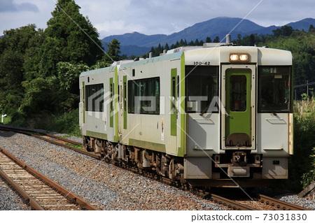 [JR東大船渡線] 2輛柴油車抵達Mataki站 73031830
