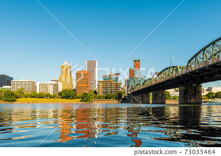 Portland, Oregon, USA Willamette River 73035464