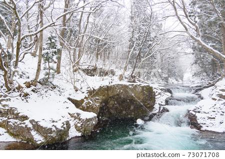冬信瀑佈在冬天 73071708