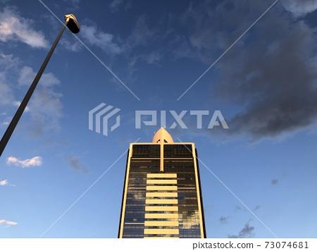 고층 빌딩의 노을 73074681