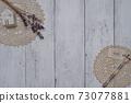白板牆上的時尚乾花 73077881