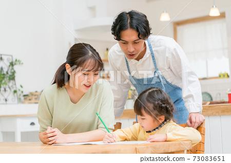 三人家庭餐廳 73083651