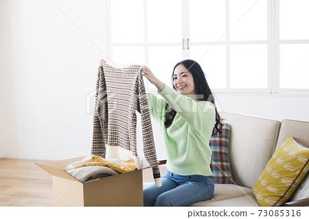 年輕女性網購 73085316