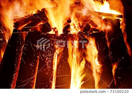 篝火篝火火焰和木柴圖像素材 73100220