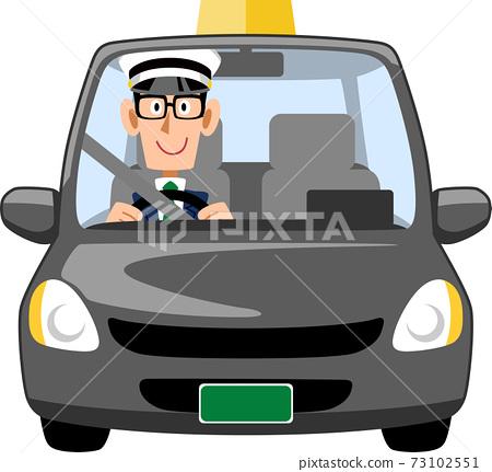 戴著眼鏡的男性出租車司機 73102551