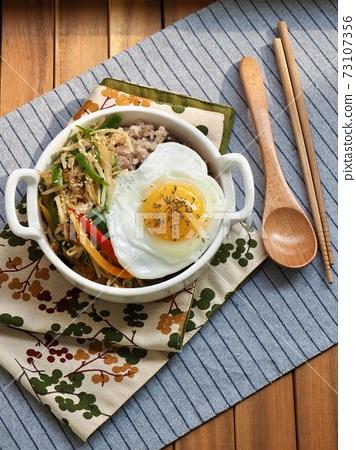 亞洲食品豆芽蛋飯 73107356
