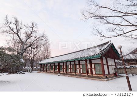全州香橋大橋下雪的冬天的景色 73112177