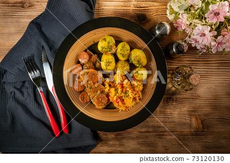 Stewed turkey meat with chorizo sausage. 73120130