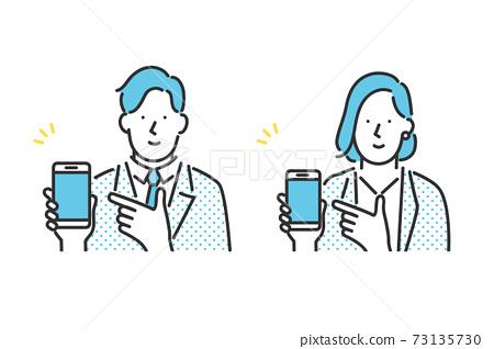 顯示和介紹智能手機屏幕的商務人士的插圖資料 73135730