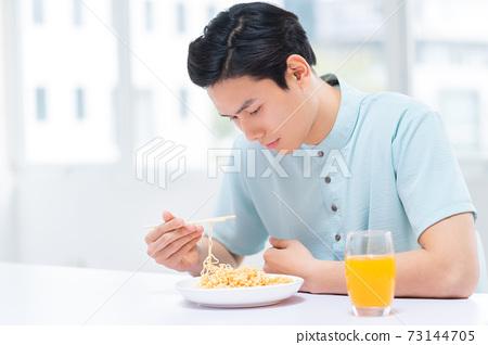 Man lifestyle 73144705