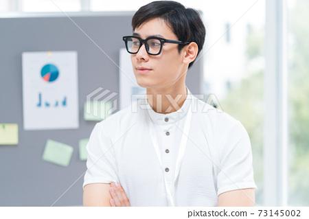 Businessman portrait 73145002