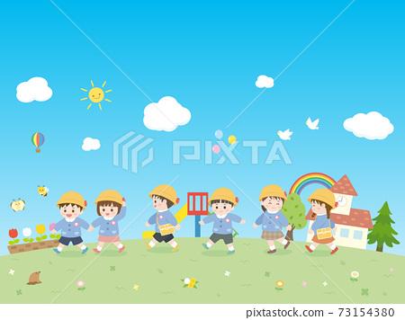 帶孩子們散步和蔚藍的天空 73154380