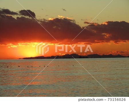 太陽落在Shizuru的Inage海岸後的日落 73156026