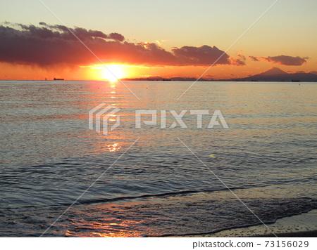 可以欣賞到富士山和太陽的靜祖伊格海岸的日落 73156029