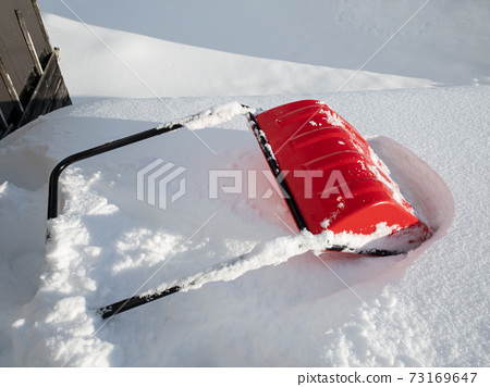 Image of winter roof snow removal work 73169647
