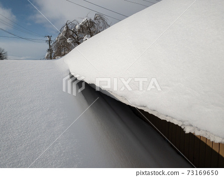 Image of winter roof snow removal work 73169650