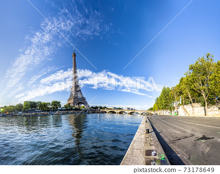 Panorama of the Eiffel Tower and riverside of the Seine in Paris 73178649