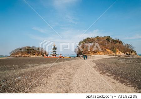 Anmyeonam temple and beach in Anmyeondo Island, Taean, Korea 73182288