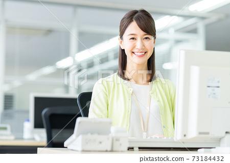 辦公室業務女人 73184432