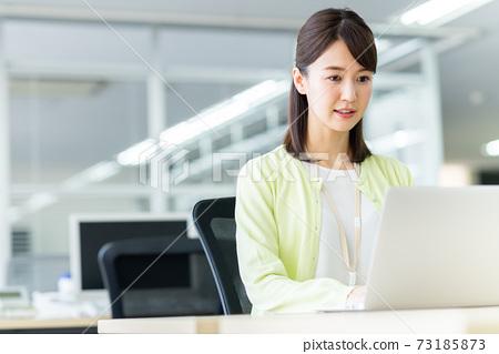 辦公室業務女人 73185873