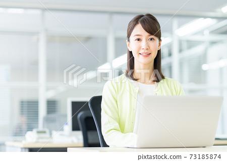 辦公室業務女人 73185874