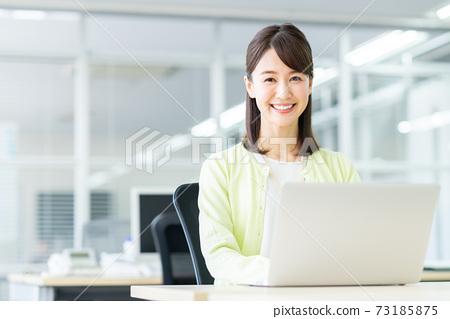 辦公室業務女人 73185875
