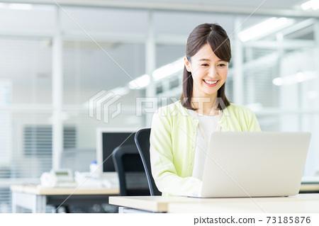 辦公室業務女人 73185876