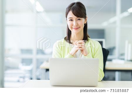 辦公室業務女人 73185887
