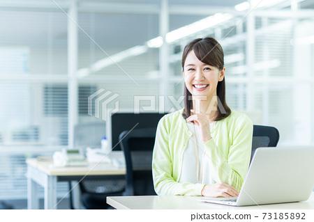 辦公室業務女人 73185892
