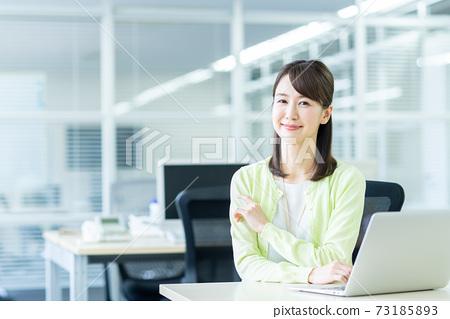 辦公室業務女人 73185893