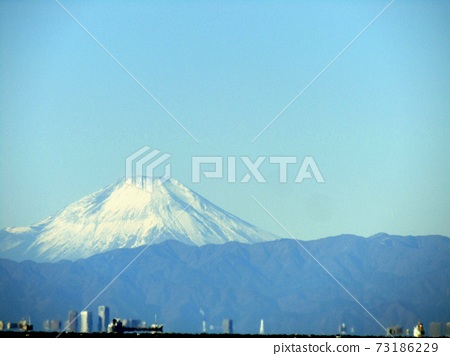 橫跨東京灣的富士山 73186229