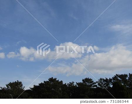 十二月藍天白雲 73186344