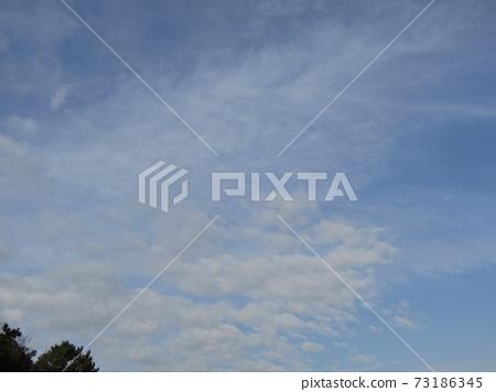 十二月藍天白雲 73186345