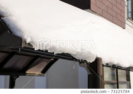 Garage, carport, snow, snowfall, snowfall, winter, Hokkaido 73225784