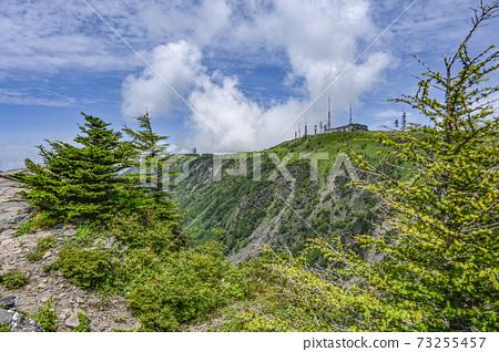 夏天在三原高原上的Karasuhata岩石的Oga頭視圖 73255457