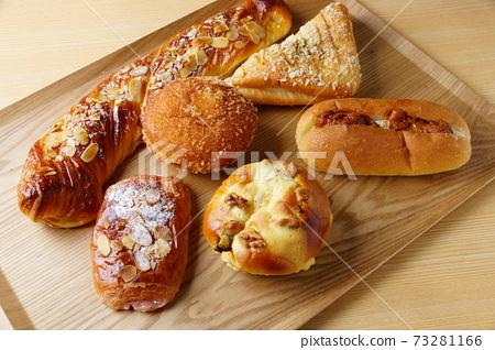 糖果麵包準備的菜 73281166